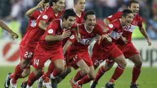 УЕФА глоби турската федерация с 35 000 евро