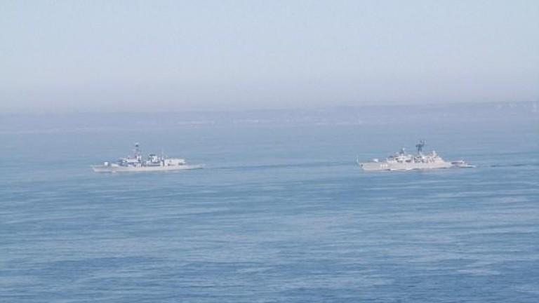 """Фрегата на Русия и самолетоносач на САЩ играят на """"котка и мишка"""" в Средиземно море"""