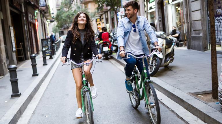 И всички карат колело