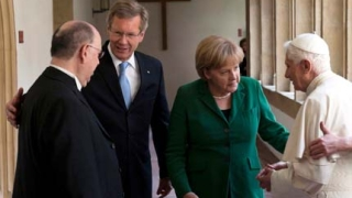Папата отдаде почит на Мартин Лутер