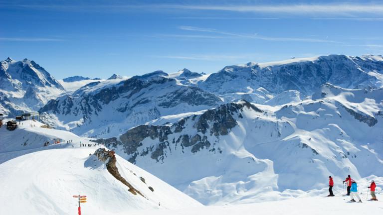 Най-добрите скиори в света изискват най-свежия сняг. Но през декември,