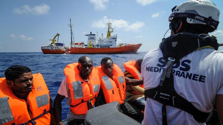 Пет страни-членки на ЕС ще приемат стотиците мигранти от кораба