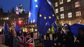 Швейцария въвежда квоти за британски граждани при Брекзит без сделка