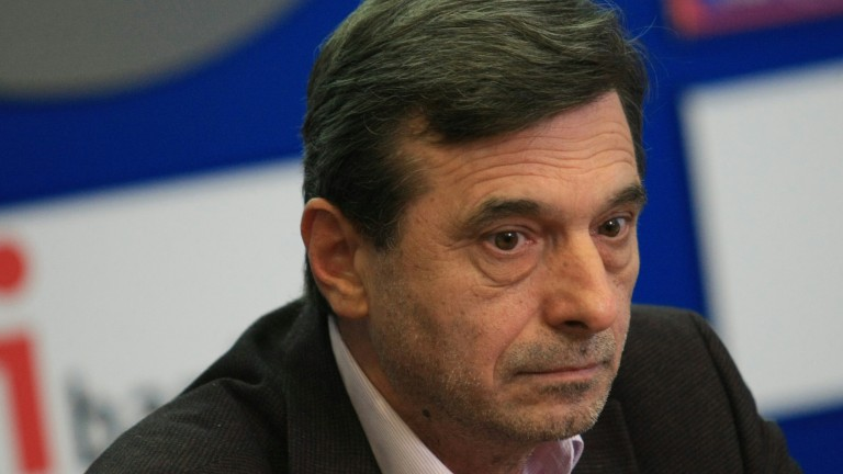 Всички са полудели, а държавата се движи на кофти обороти, притеснен Димитър Манолов