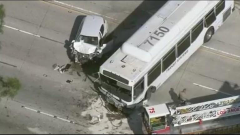Най-малко 40 души са били ранени при пътнотранспортно произшествие с