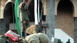 Армията на Кадафи се изтегля от Мисрата?