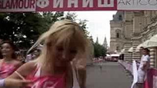 Рускини се надбягваха на високи токчета в Москва (видео)