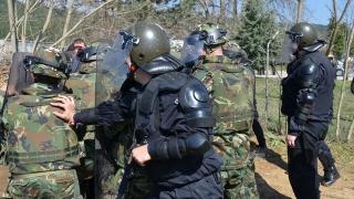 Военни и полицаи тренират на българо-македонската граница