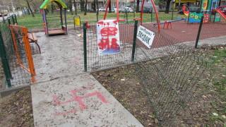 Вандали рушиха детски площадки в Благоевград