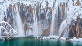 Уникална снежна разходка из Плитвишките езера (ВИДЕО)