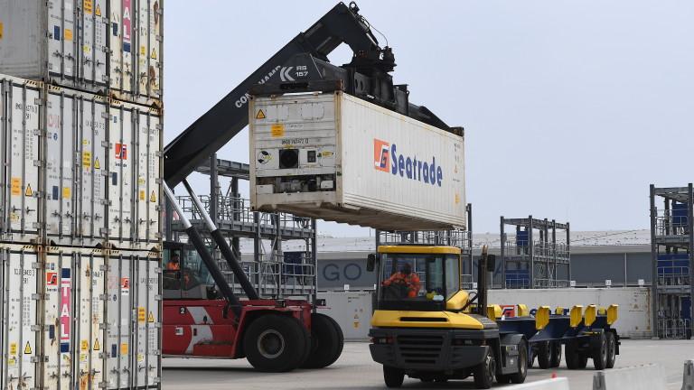 Най-голямото пристанище във Великобритания се бори със задръствания точно преди празничния сезон