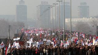 50 000 искат предсрочни избори в Сърбия