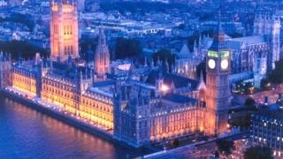 Цените на имотите във Великобритания поевтиняват според Halifax