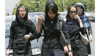 "В Иран арестуваха 49 души за ""сатанинско облекло"""