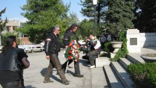 """Рокерска """"делегация"""" от Русия изкачи Шипкa"""