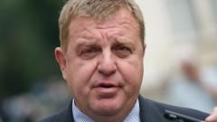 Шефът на НСО да решава за охраната на Доган и Пеевски, иска Каракачанов