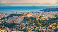 Гърция отчаяно се нуждае от емигрантите си. И се опитва да ги върне