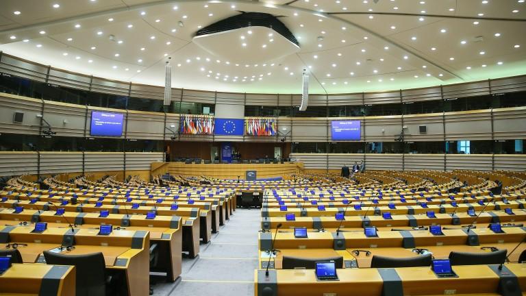 Европарламентът призова ЕС да наложи оръжейно ембарго на Саудитска Арабия