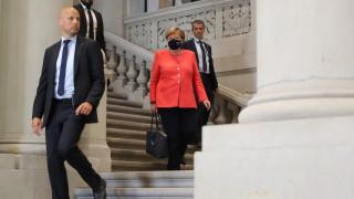 Уловиха Меркел с маска