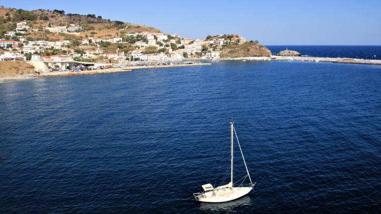 Солени глоби грозят туристите на гръцки остров за взет камък от плажа