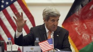 Два взрива в Кабул изпратиха Джон Кери