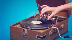 Грамофонните плочи биха дигиталната музика по продажби на Острова