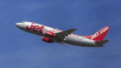 Авиокомпания иска $106 000 от пътник, опитал се да отвори вратата на самолет по време на полет