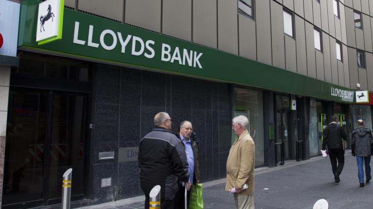 Финансовият конгломерат Lloyds Banking Group планира да оперира с три