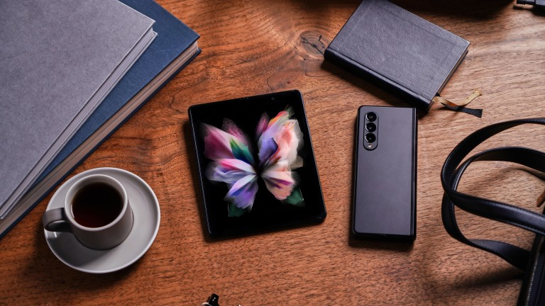 Samsung Galaxy Z Fold3 5G: Оставете лаптопа вкъщи