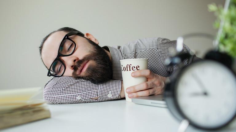 В повечето страни спането на работното място не е просто