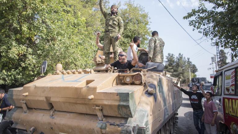 Сирийските кюрди обявиха, че турските войски продължават да обстрелват градове