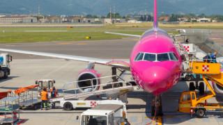 Десетки българи не могат да се приберат след отказ за полет на Wizz Air