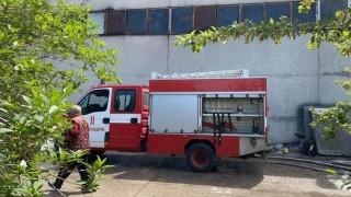 Пожар избухна в склад за дрехи втора употреба във Велико Търново