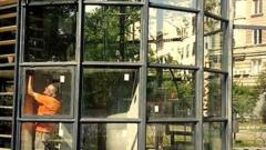 Стъклена читалня отваря врати пред Народния театър
