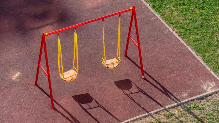 Потрошиха единствената люлка за деца в инвалидни колички у нас,