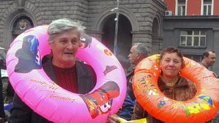 Масларова посети пенсионерите в Слънчев бряг