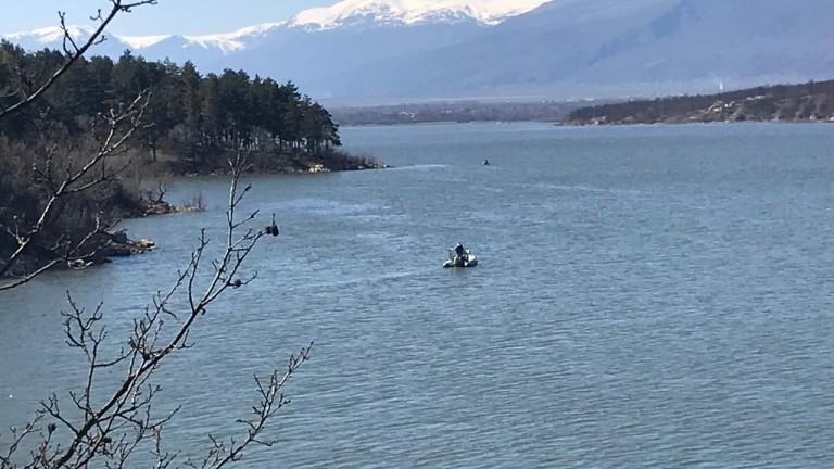 Откриха тяло на мъж в река Скът, съобщиха от МВР-Враца.