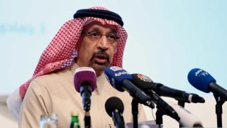 Саудитска Арабия орязва износа на петрол с 800 000 барела на денонощие