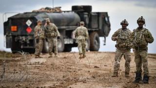 Украйна провежда военни учения на границата с Крим