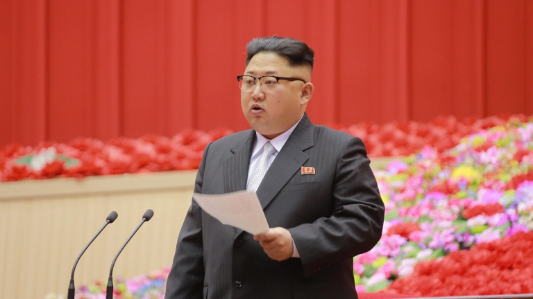 Влакът на Ким Чен-ун засечен в курортен град, Сеул и Вашингтон вярват, че е жив