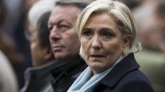 Макрон и Льо Пен заедно почетоха убития полицай при терора в Париж