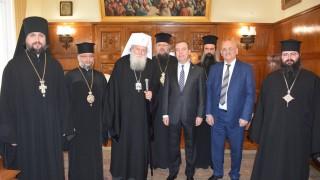 Медведев предал поздрави от патриарх Кирил на патриарх Неофит
