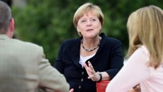 """Меркел """"гълчи"""" ЕС членките, които не желаят да приемат мигранти мюсюлмани"""