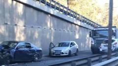 Верижна катастрофа затруднява трафика на булевард в София