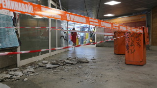 Падна част от тавана в подлеза пред Спортната палата в София