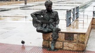 Испански вандали съсипаха статуя на Джон Ленън