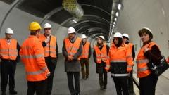 Министър Лиляна Павлова проучва как швейцарците строят тунели