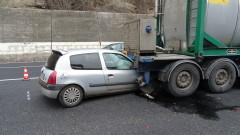 Кола се заби в цистерна край Железница