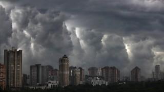 Жълт код за бури и порои в 17 области на страната