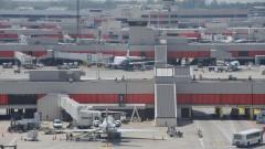 Хиляди полети на най-натовареното летище в света са отменени заради урагана Ирма